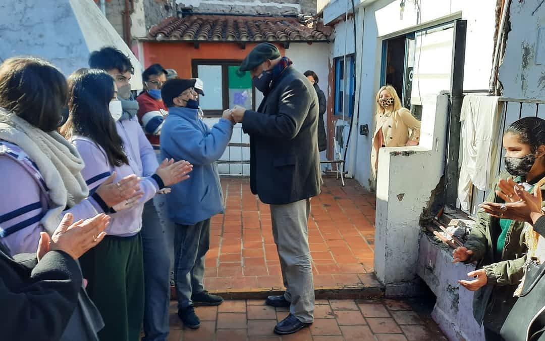 Jóvenes entregaron donaciones a personas en situación de calle