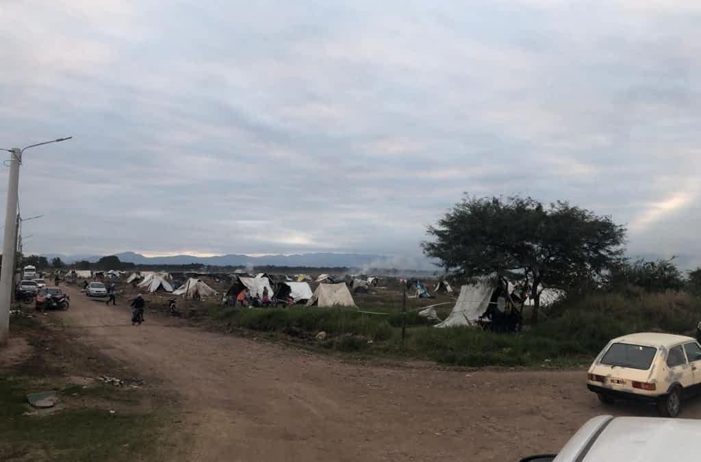 Crisis económica: cerca de 400 personas tomaron terrenos en Las Lajitas