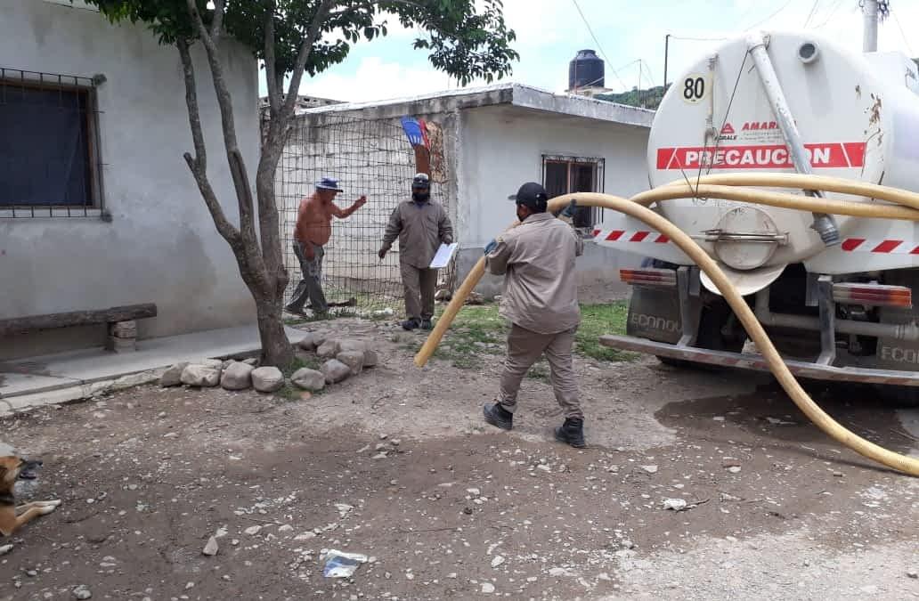 El servicio de asistencia a familias sin conexiones cloacales se realiza en 60 barrios