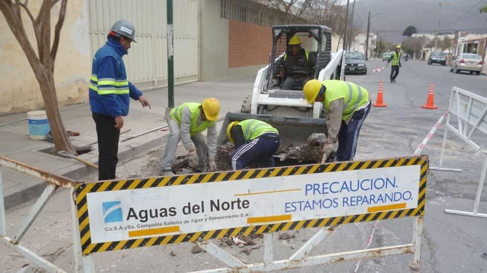 Labraron más de 500 multas a Aguas del Norte por abrir calles sin permiso
